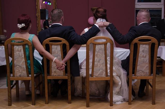 nevěsta a kamarádka