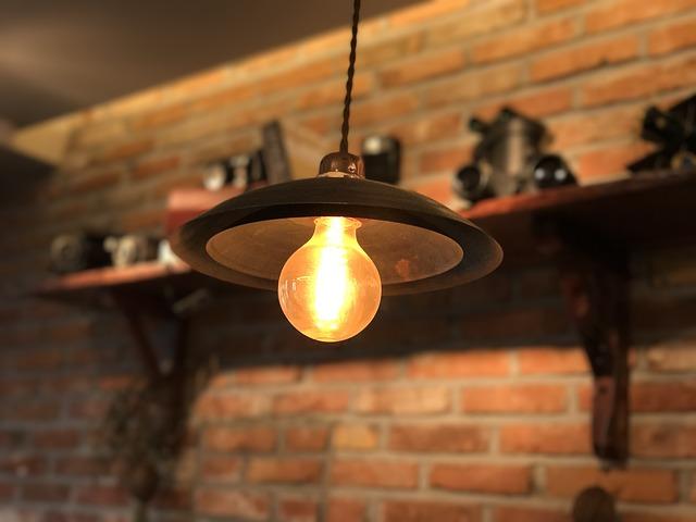 vláknová žárovka ve svítidle