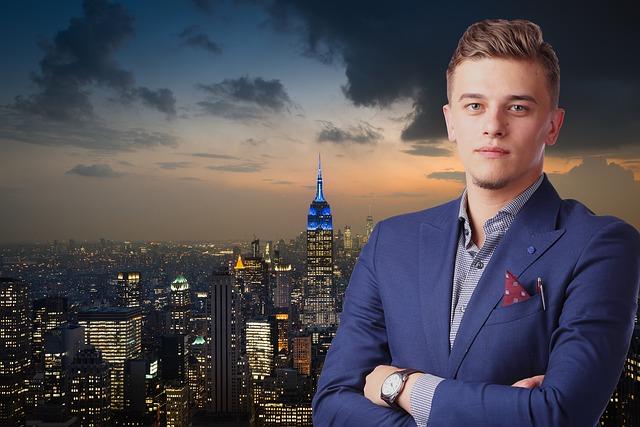 mladý podnikatel s pozadím města