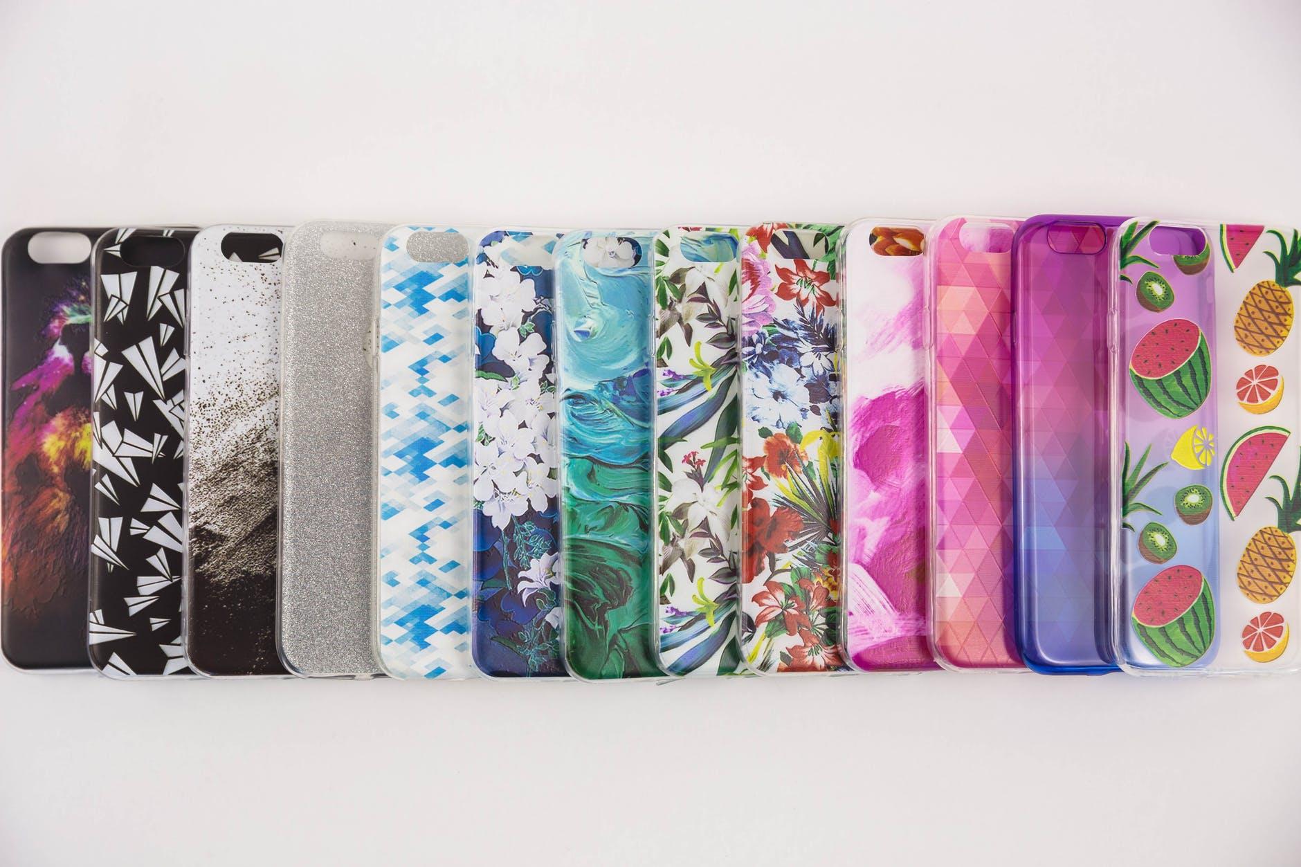 různobarevné obaly na mobil