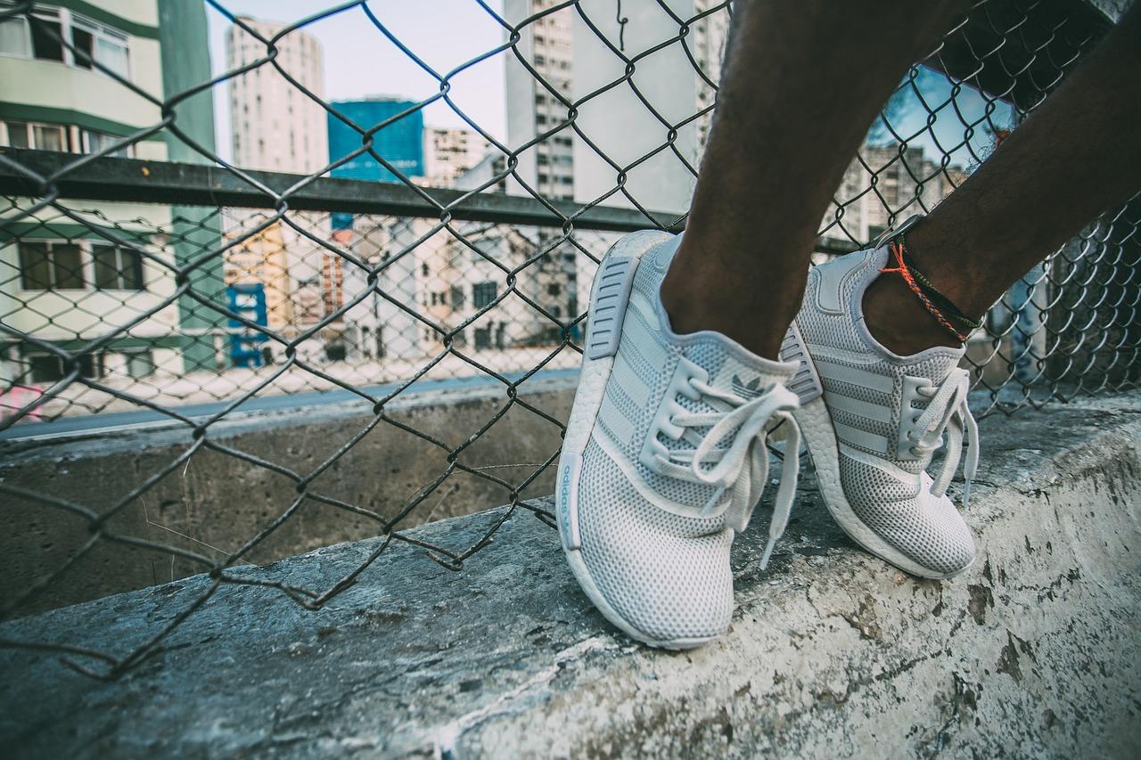 sneakers-2616655_1280